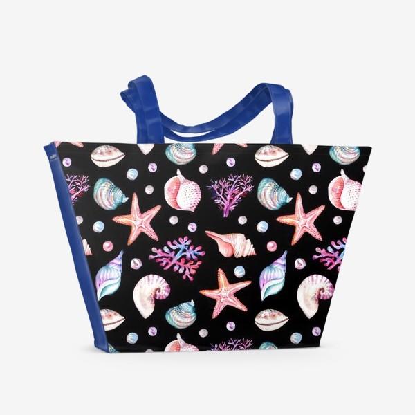 Пляжная сумка «Безшовный акварельный  темный паттерн с морской темой, кораллами и жемчужинами»