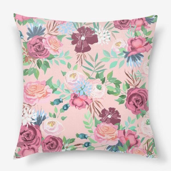 Подушка «Цветочный принт на розовом фоне»