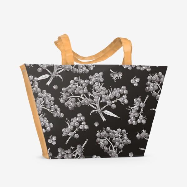 Пляжная сумка «Спелая бузина на темном фоне»