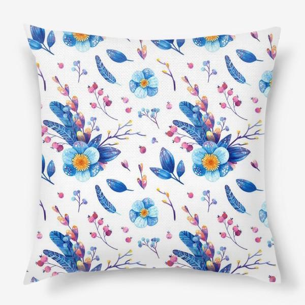 Подушка «Синие цветы и розовые ягоды на белом фоне. Акварельный паттерн»