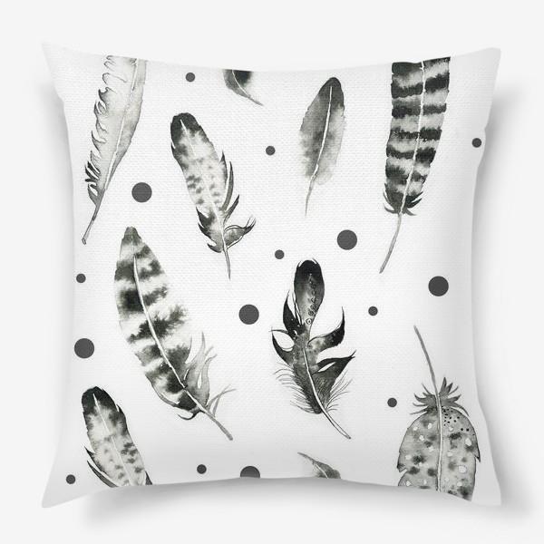 Подушка «Черно-белые перья»
