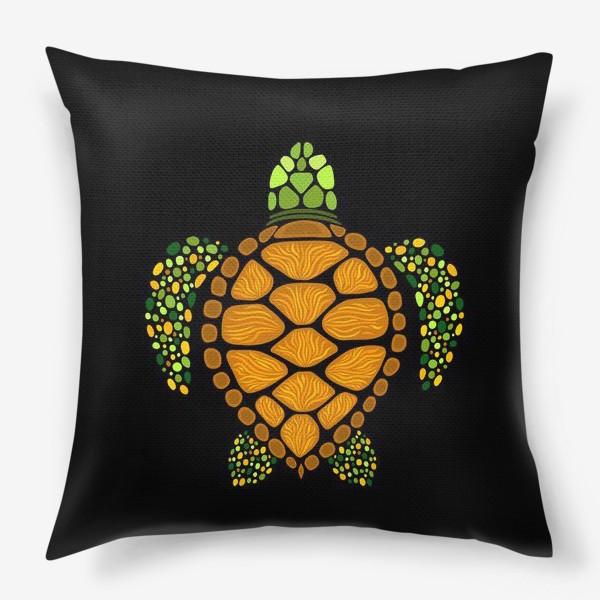 Подушка «Морская черепаха на черном»