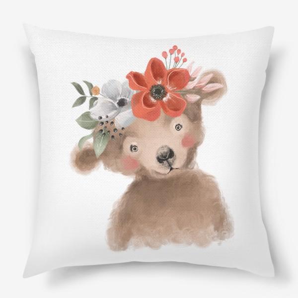 Подушка «Мишка с цветочным венком»