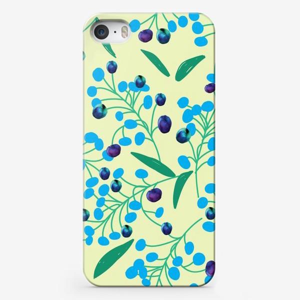 Чехол iPhone «голубые ягодки на молочном фоне»
