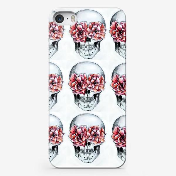 Чехол iPhone «Паттерн: череп в цветах(белый)»