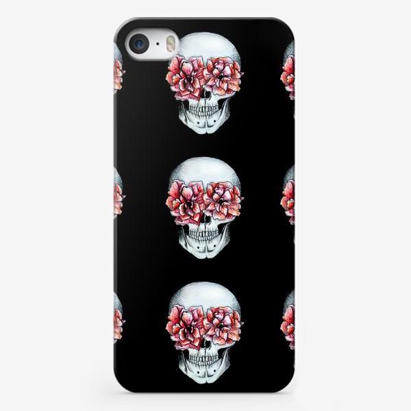 Чехол iPhone «Паттерн: череп в цветах»