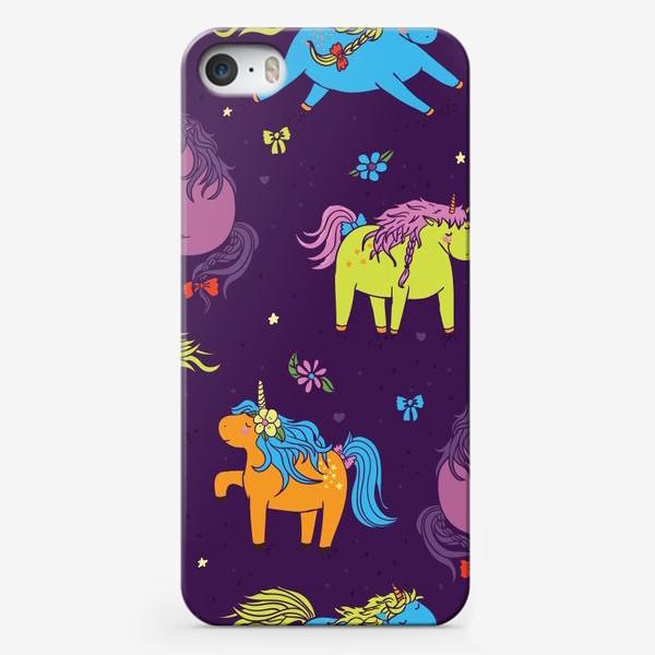 Чехол iPhone «Милые единороги на лугу »