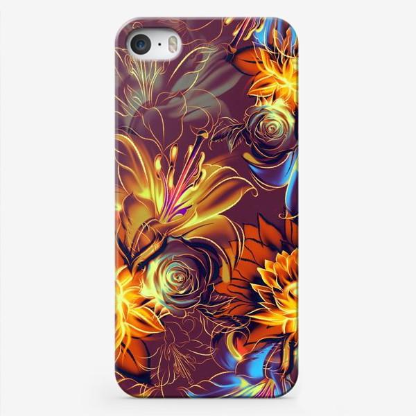 Чехол iPhone «Абстрактный бесшовный паттерн с цветами. Летняя текстура с лилиями, розами, ромашками и хризантемами»
