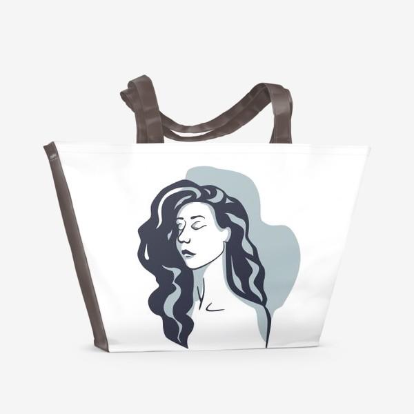 Пляжная сумка «Девушка стилизованная брюнетка на голубом фоне»