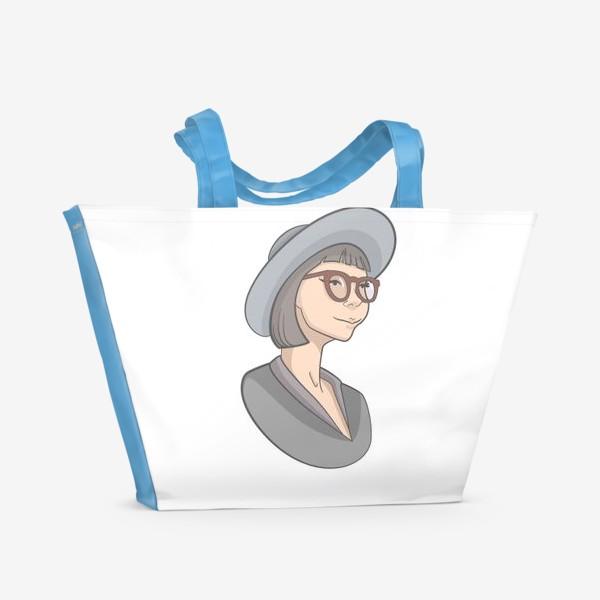 Пляжная сумка «Милая девушка с каре в очках и шляпе»