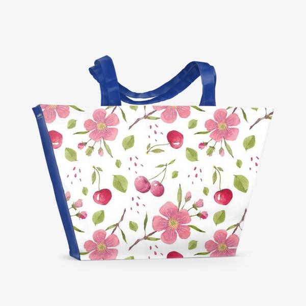 Пляжная сумка «Паттерн из акварельных цветов и вишни»