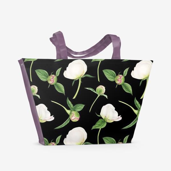 Пляжная сумка «Бутоны белых пионов на черном фоне»