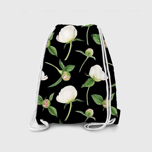 Рюкзак «Бутоны белых пионов на черном фоне»