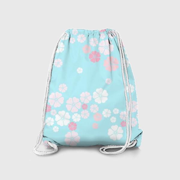 Рюкзак «Нежный паттерн. Белые и розовые цветочки на голубом фоне.»