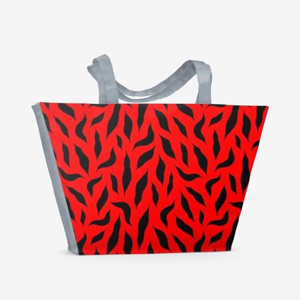 Пляжная сумка «Черные перья на красном фоне. Красно-черный абстрактный узор. »