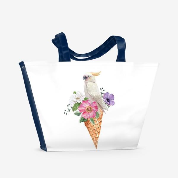 Пляжная сумка «белый какаду в вафельном рожке с цветами иллюстрация акварель »