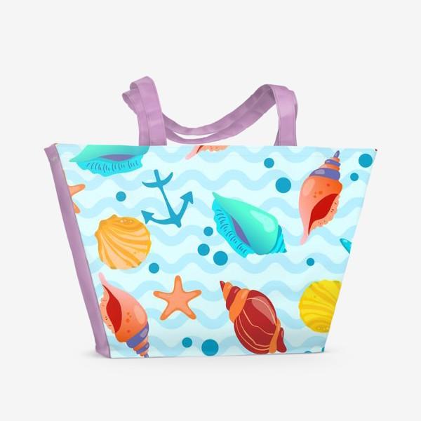 Пляжная сумка «Ракушки разноцветные, якоря и пузырьки на фоне морских волн»