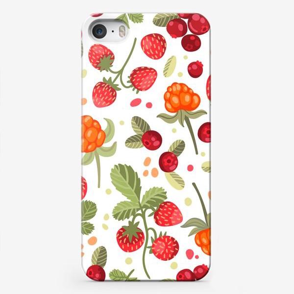 Чехол iPhone «Лесные ягоды на белом фоне: земляника, брусника, морошка»