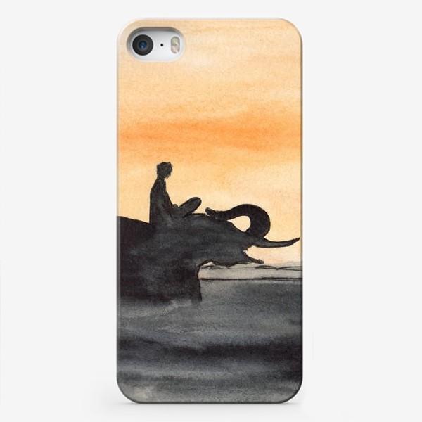 Чехол iPhone «Слон и человек. Силуэт на закате. Любовь проста...»