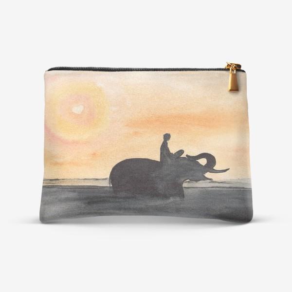 Косметичка «Слон и человек. Силуэт на закате. Любовь проста...»