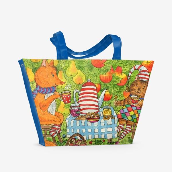 Пляжная сумка «Уютное чаепитие котика и лисёнка в саду»
