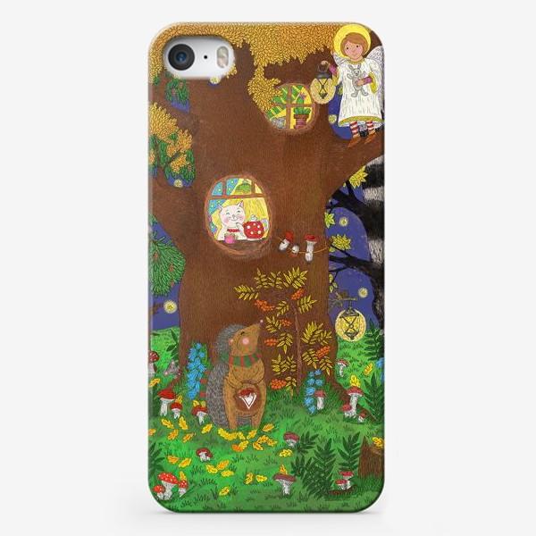 Чехол iPhone «Маленький ёжик в сказочном лесу»