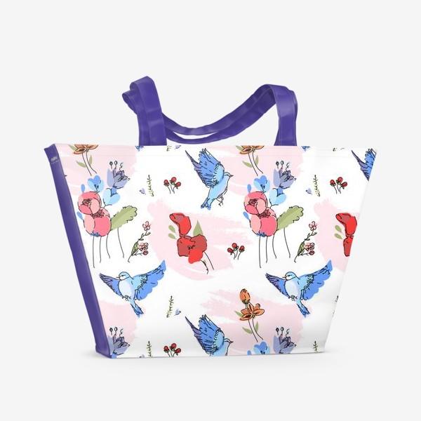 Пляжная сумка «Яркие синие птички среди цветов»