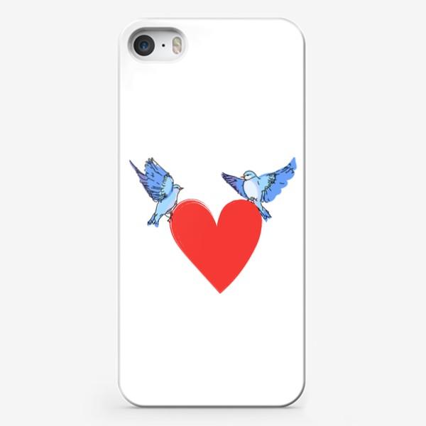 Чехол iPhone «Яркие синие птички с красным сердечком»