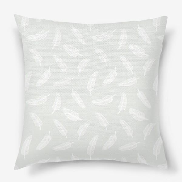 Подушка «Перья и точки»