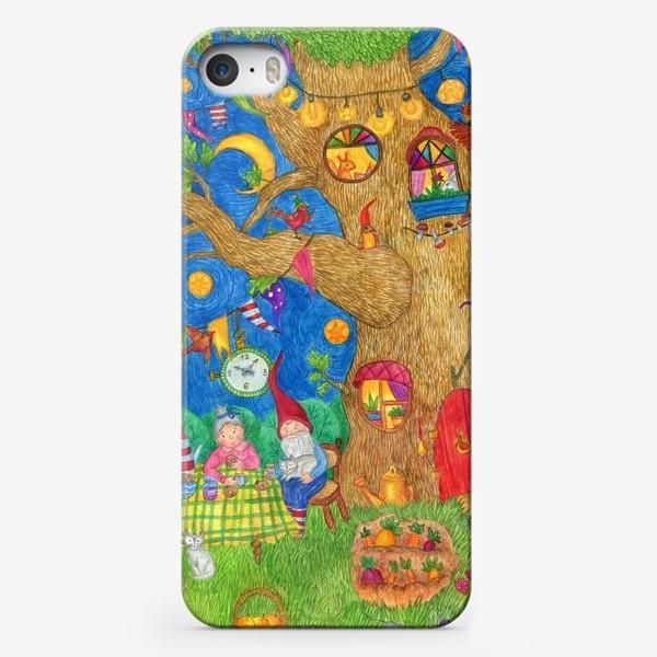 Чехол iPhone «Уютный вечер семьи гномов»