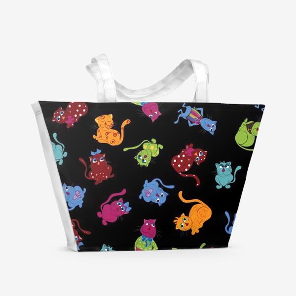 Пляжная сумка «Разноцветные коты на черном фоне»