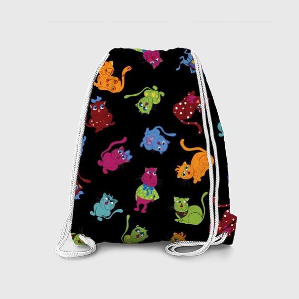 Рюкзак «Разноцветные коты на черном фоне»