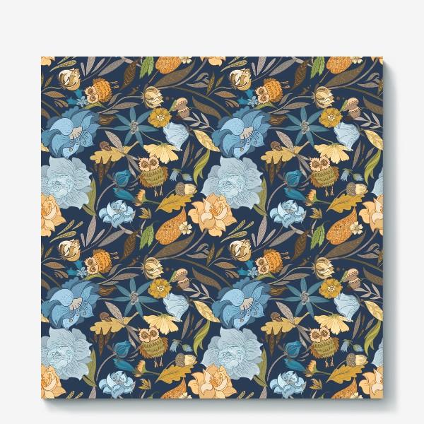 Холст «Лесной осенний паттерн с совами и голубыми цветами на синем фоне»