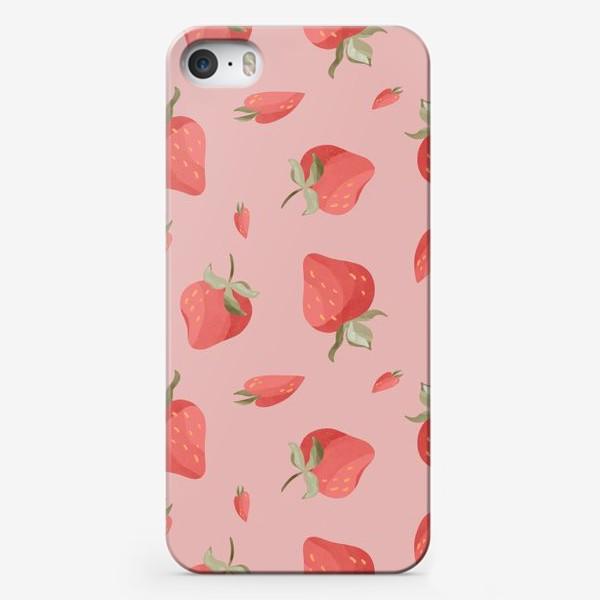 Чехол iPhone «Сладкие яркие ягоды клубники сердечки паттерн на розовом»