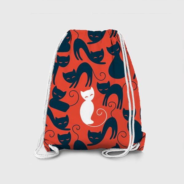Рюкзак «Хэллоуин - красный фон с черными и белыми котами»