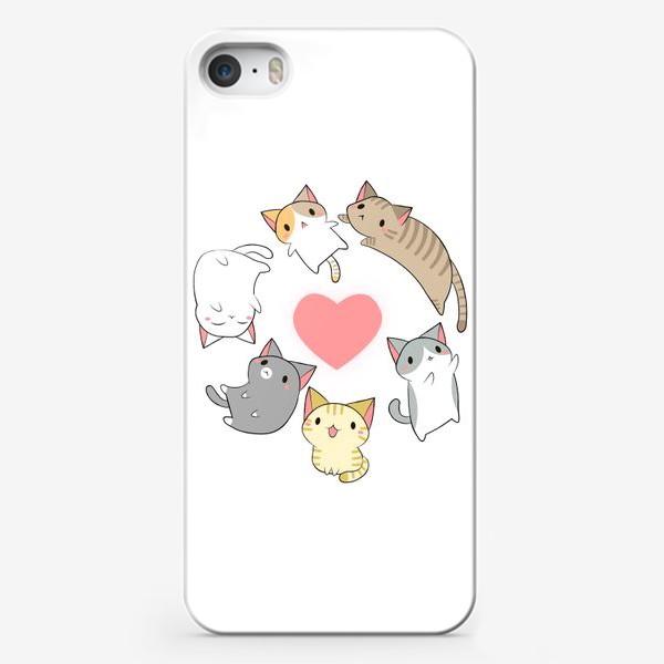 Чехол iPhone «Кавайные котики с сердечком»