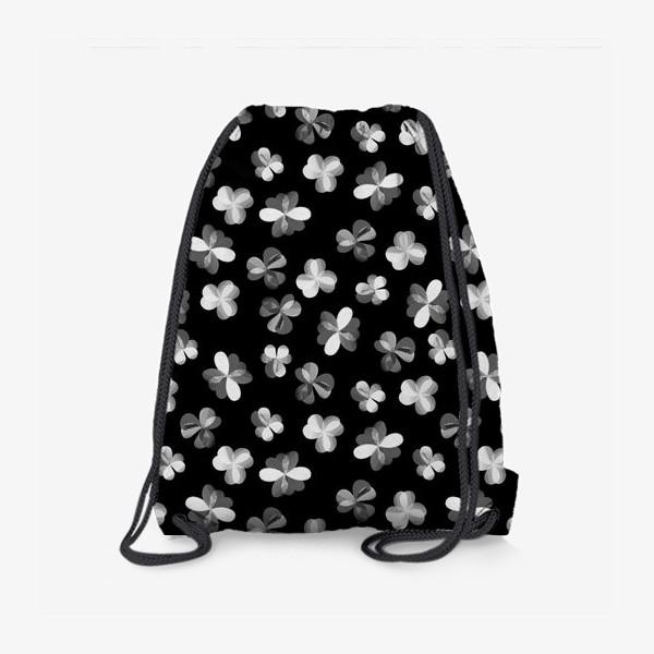 Рюкзак «Белые легкие цветочки на черном»