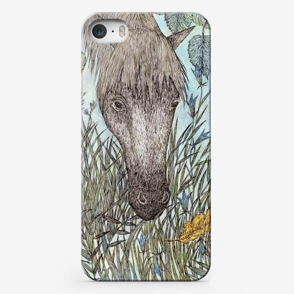 Чехол iPhone «Лошадь и лесные колокольчики»