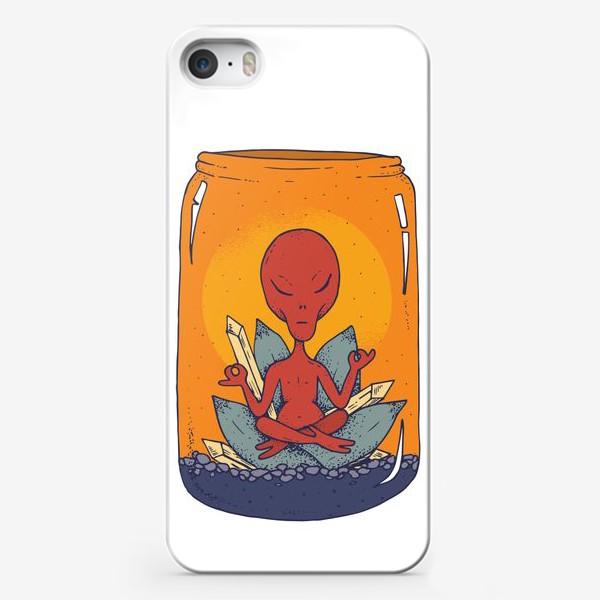 Чехол iPhone «Медитация пришельца в банке»