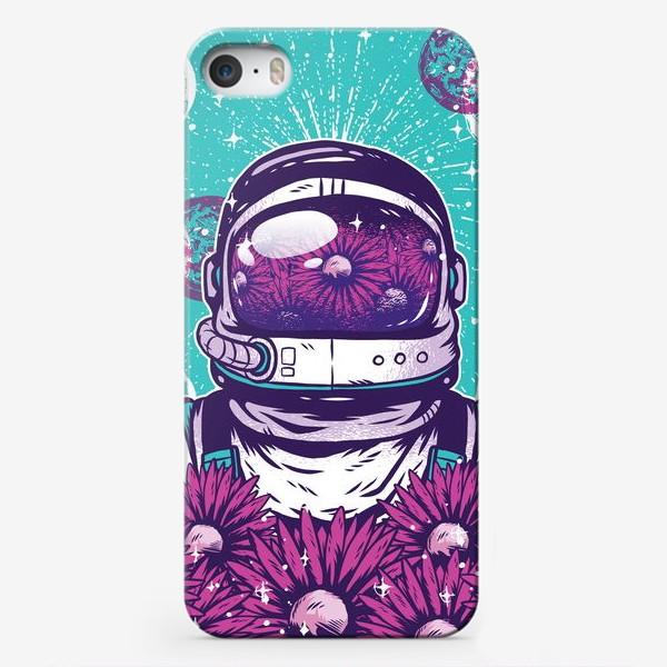 Чехол iPhone «Космонавт с цветами»
