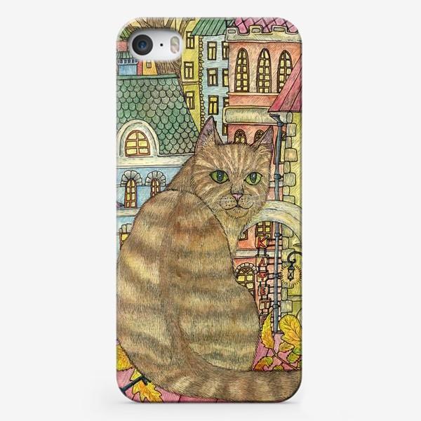 Чехол iPhone «Кот и осень в старом городе»