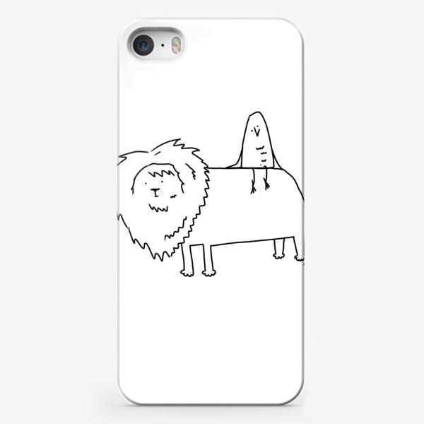 Чехол iPhone «Лев везет птичку. Везучая птичка»