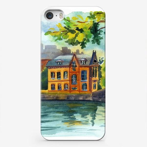 Чехол iPhone «Красивый домик на берегу реки»