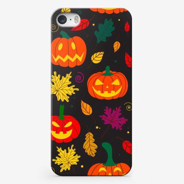 Чехол iPhone «Оранжевые тыквы и листья на черном фоне Осень. Хэллоуин узор. Тыква-фонарь»