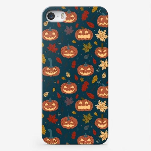 Чехол iPhone «Тыквы и осенние листья на синем фоне Осень. Хэллоуин узор. Тыква-фонарь»
