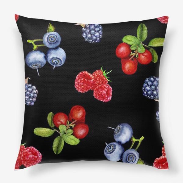 Подушка «Лесные ягоды на черном фоне.»