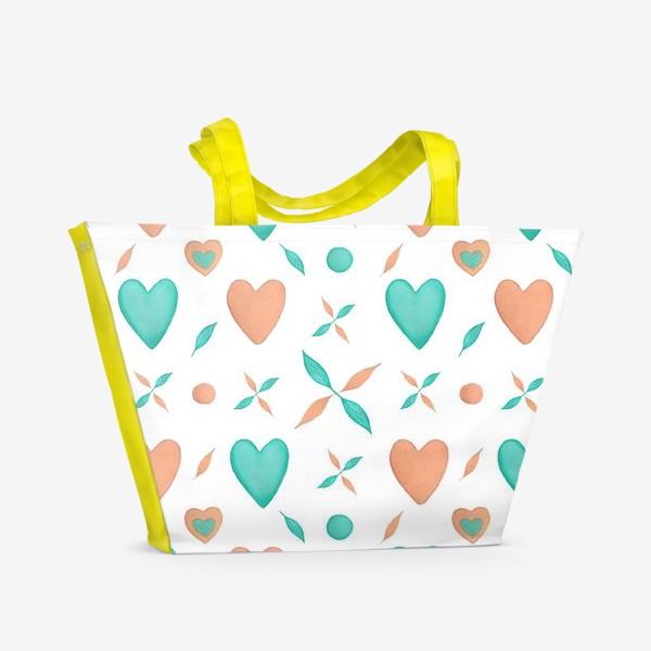 Пляжная сумка «Мятные и персиковые сердца на белом фоне Паттерн Узор листья»