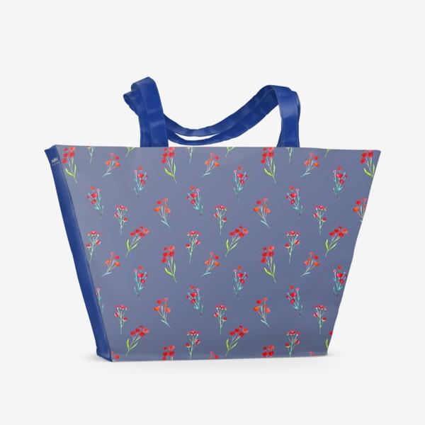 Пляжная сумка «Коралловые акварельные цветы на пыльно-синевом фоне»