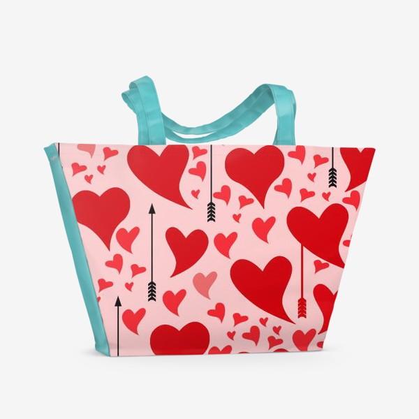 Пляжная сумка «Много красных сердец на нежно - розовом фоне»