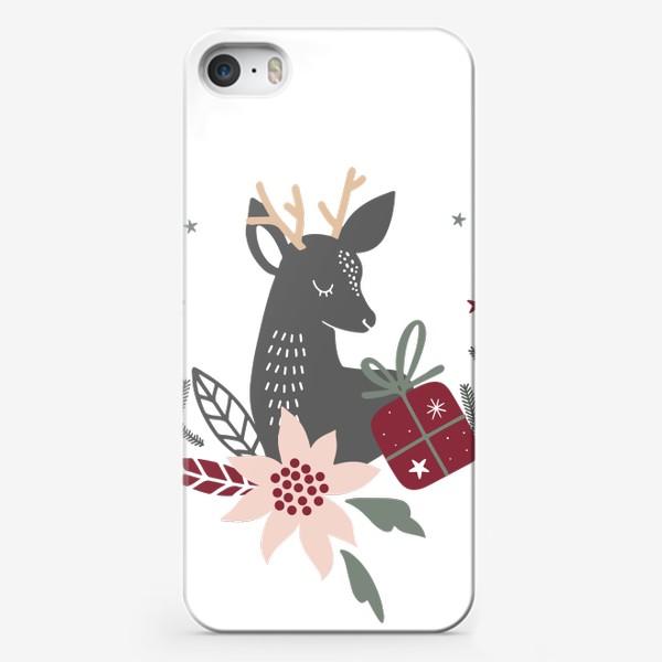 Чехол iPhone «милый рождественский олень с венком и подарками»